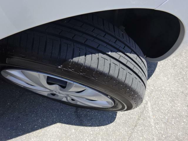 タイヤ溝ご確認下さい♪
