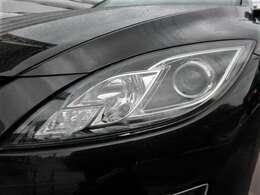 デザイン性の高いヘッドライト♪曇りやくすみもなくキレイですよ♪ヘッドライトがキレイだと車の見た目も良くなりますよね♪またキセノンになるので、より明るくより遠くを照らしてくれます♪