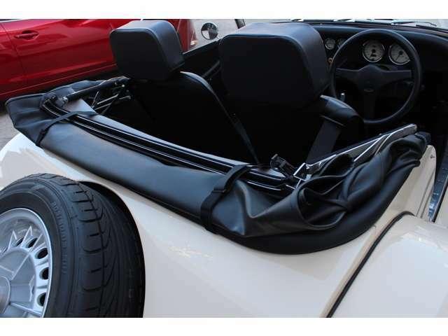 幌は、コンパクトに収納が可能で運転中に気になることはありません。