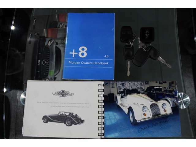新車製造工程のブックレット、整備手帳、スペアキーも揃っております。