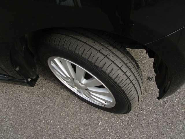 タイヤ溝もしっかり残りあります♪