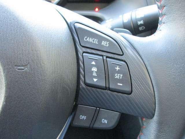 レーダークルーズコントロールも付いています!!レーダーセンサー が前方車を検知することで、運転者がアクセルやブレーキペダルを踏まなくても、前方車との車間距離を一定に保つ追従走行ができるシステムです。