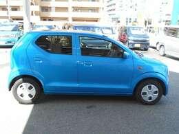 車体色はブルーです。とてもお手入れしやすいお色です。