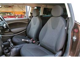 清潔に保たれた車内です☆ご納車前には、専門業者によるクリーニングを徹底的に実施しております。