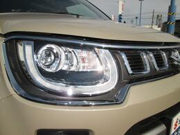 オートライト機能付LEDヘッドランプ 真昼の様な明るいライトで夜の視界を確保し安心して走行出来ます。
