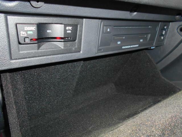 ETC車載器はグローブボックス内に収納されています