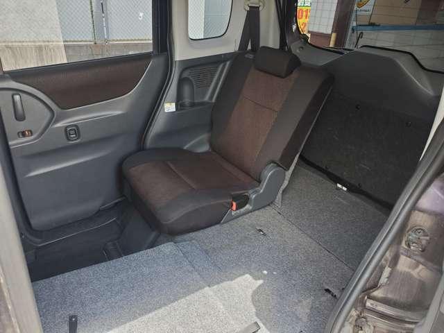 大容量のスペース確保ができるお車です!リアシートは片側ずつ倒すことができ、アレンジも豊富です。