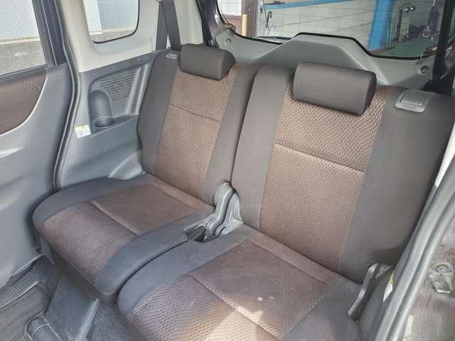 後部座席もリクライニング付き☆同乗者の方も狭さや窮屈さを感じません☆
