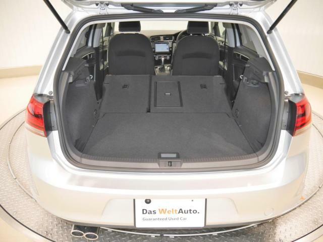トランクスペースは後部座席を簡単な操作で空間を確保することが出来ます、ステーションワゴンに近い広さとなります。