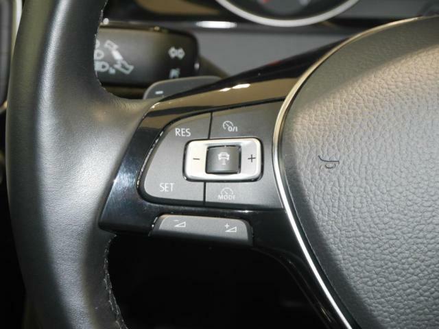 アダプティブクルーズコントロール。前方車両に追随しながら、アクセルやブレーキ操作をする事無く、一定のスピードを保って走行します。長距離ドライブもラクラクです。