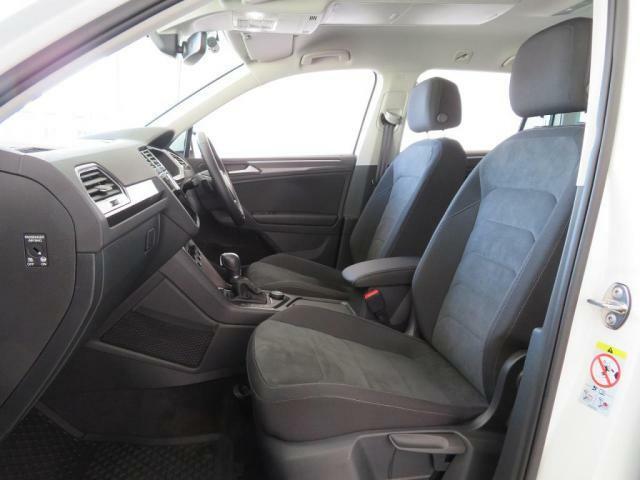 シートは、座面のサイズ、足元のスペースもたっぷりあり、長時間の移動も疲れにくく、快適なドライブが楽しめます♪シートヒーター付