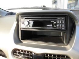 クラリオンCDセンターユニット(DB265)付き。お気に入りの音楽を聴きながらドライブをお楽しみください。