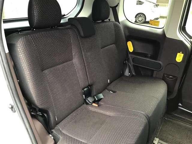 セカンドシートも広々ゆったりリラックス空間。