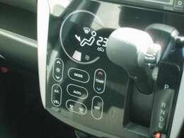 軽いタッチで操作が出来るオートエアコン。