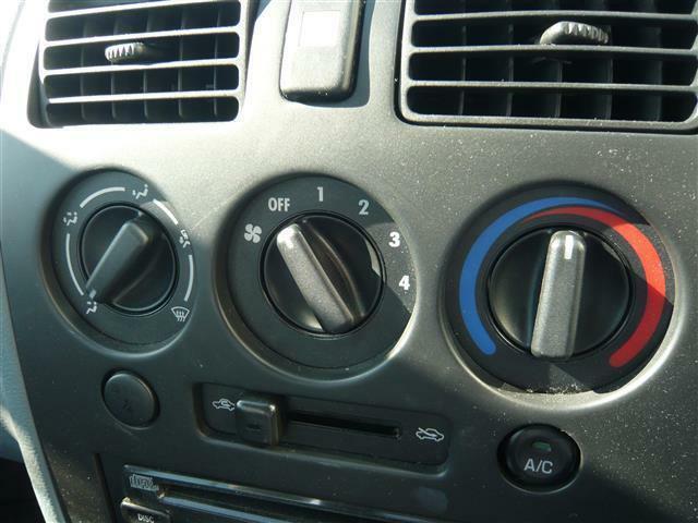 エアコン装備で快適な車内でドライブが可能!
