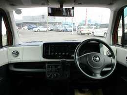 シンプルながらもオシャレで使い勝手の良い車内!