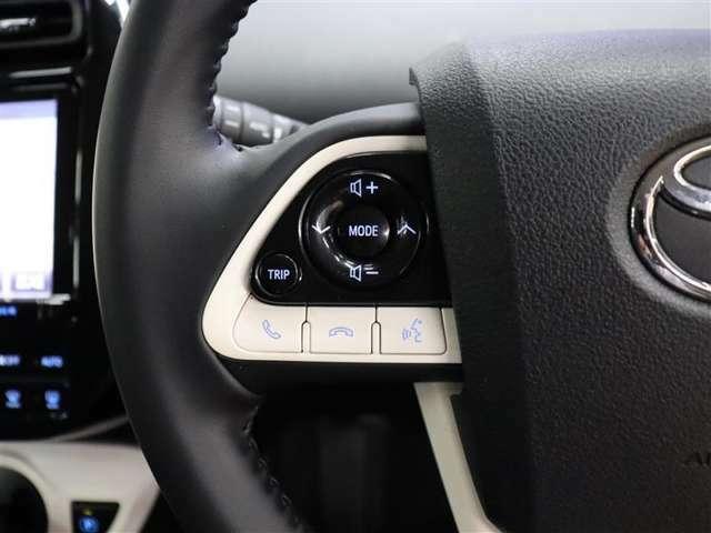 ハンドルの左側のスイッチは携帯電話のBluetoothとペアリング設定をしておけばハンズフリー通話ができるスイッチ&オーディオの切り替え・選局・音量調整&TRIP(切替/リセット)の操作ができます。