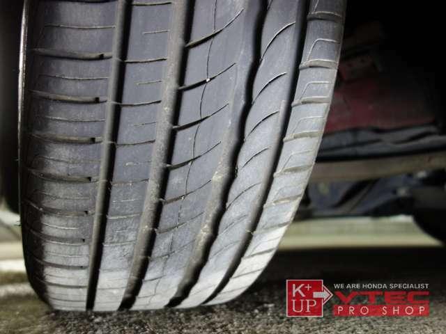 タイヤの溝もまだまだ使用OK!タイヤ交換やシーズンタイヤもお任せください。車両コンディションに関するご質問、ご来店のご予約もお気軽にお問い合わせください!
