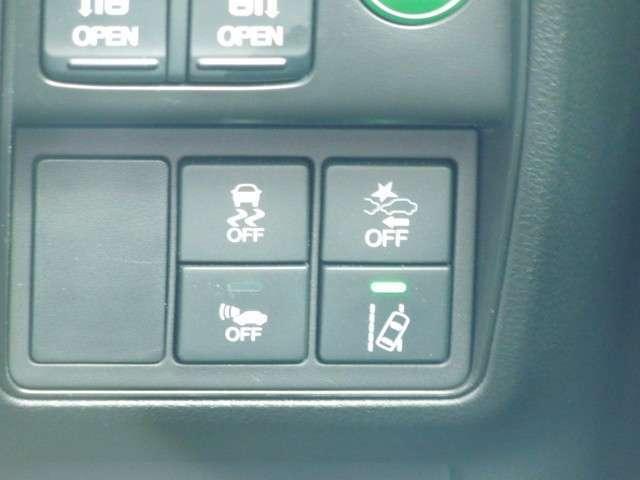ホンダセンシングの機能のひとつ、アダプティブクルーズコントロール付!アクセルから足を離しても設定したスピードと全車との車間を保ち走行してくれます♪車線維持もアシスト!高速道路で疲労軽減ですね