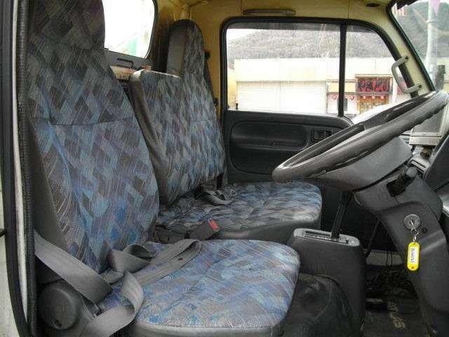 内外装自身有ります。運転席・後部座席共綺麗です。