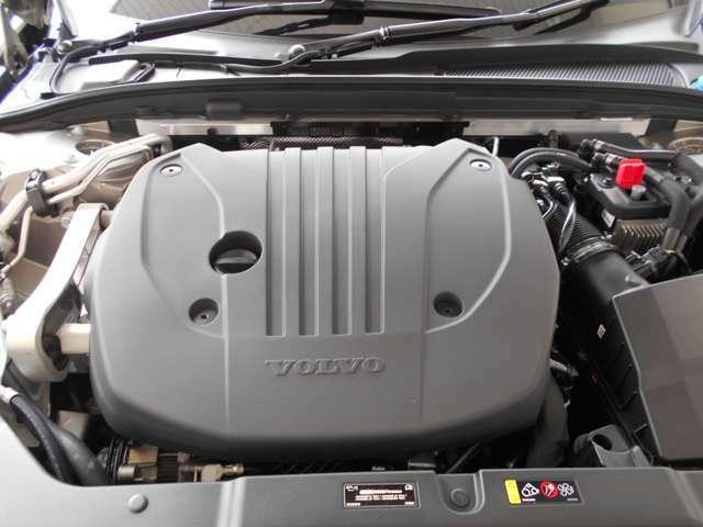 軽量の2Lインタークーラー付ターボチャージャーDOHC16バルブ水冷直列4気筒エンジン。ボルボ・カーズで専門的な教育を受けたメカニックが、あなたのお車を整備いたします。 安心してください。