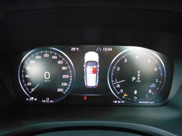 12.3インチのデジタル液晶ドライバー・ディスプレイ。メーターは、お好みの4種類のカラーを選択することができ、丸い大きな計器の間にインフォメーションディスプレイが表示でき、ナビ画面も表示できます。
