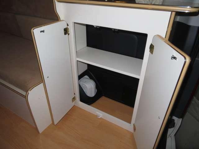 収納箇所も余すことなく設けられております。