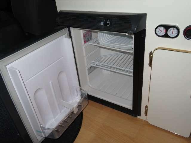 12V冷蔵庫となります。