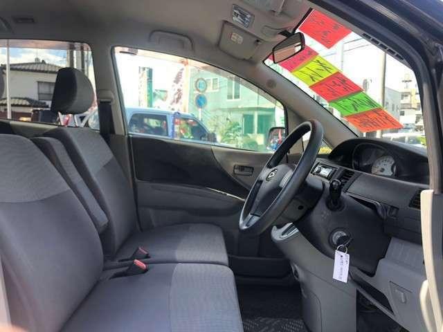 当社の車はお客様より「特に内装がキレイ」とご評価頂いております。シートのシミ等の汚れなども厳しくチェックを行っています。