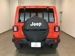 遠くから見てもしっかりとわかるデザインです!背面対タイヤには、専用のカバーが付いています。