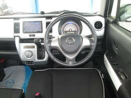 初めての方も運転しやすいコクピット★4WDで走行の安定性も向上します。
