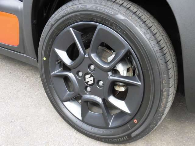 タイヤはさほど使用感ありません。純正の16インチアルミホイール装着
