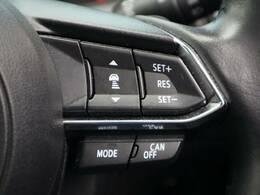 【クルーズコントロール】装備しております。高速走行など一定の速度で走行する場合に手元のスイッチ操作により、アクセルを踏まなくても速度調節・定速走行ができます。高速走行でも大変便利です。