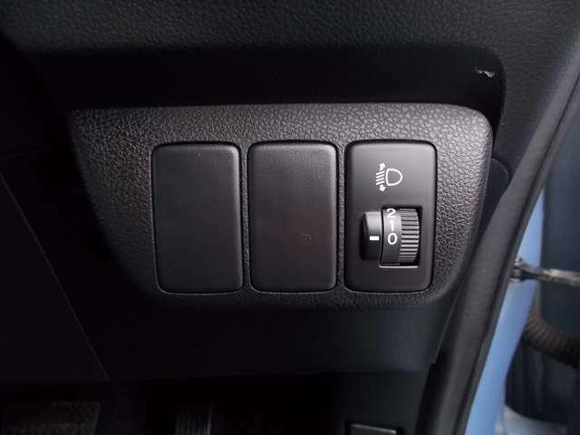 ヘッドライトレベライザー☆道路状況や積荷の加重に応じてライトの高さを調節することができます!!対向車への眩しさへの配慮も忘れません◎