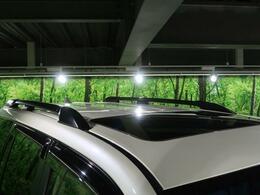 【サンルーフ】☆車内には解放感が溢れ、爽やかな風や太陽の穏やかな光が差し込みます☆ オプションルーフレール装着しています!!SUVらしいデザインが人気です!!アウトドアにもピッタリの装備です!!