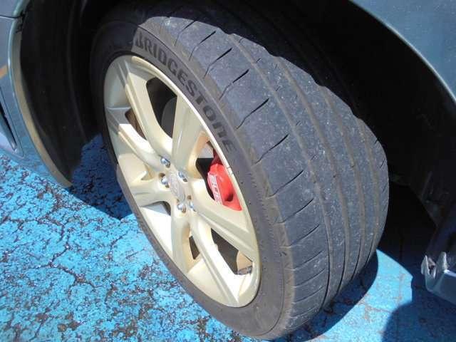 タイヤはブリヂストン製ポテンザ付き!!タイヤ山は4~5分山残り溝あり!!新品&スタッドレスタイヤも格安海外品から国産品まで各種取り扱えますので交換ご希望の方はお気軽にご相談下さい!!!
