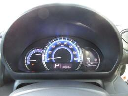 光の色でエコドライブをサポート。燃費効率の良い状況になるとブルーからグリーンに変化し、エコドライブを促します。