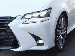 先行車や対向車に直接ハイビームを当てないLEXUS Safety System+(夜間視界支援ア)ダプティブハイビームシステム[AHS]