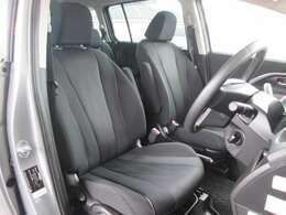 前席(リフター付運転席シート・チルト機能付パワーステアリング・SRSエアバック・専用フロアカーペット)