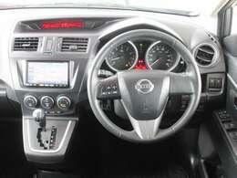 運転席周り(インフォメーションディスプレイ・SRSエアバック付パワーステアリング・純正メモリーナビ・クリーンフィルター内蔵オゾンセーフフルオートエアコン)