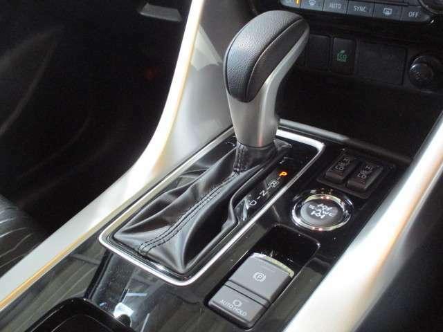 8速スポーツモードA/T(パドルシフト) 前席シートヒーター 電動パーキング(オートホールド機能)