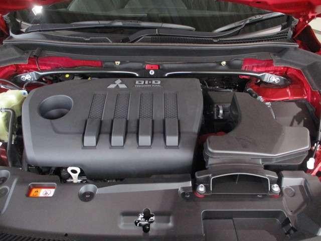 2.2L コモンレール式DI-Dディーゼルターボエンジン 3点式ストラットタワーバー