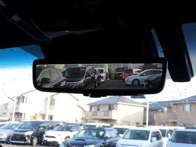 【 前後方録画機能付きデジタルインナーミラー 】鏡面モード、デジタルモードの切り替えも可能!後席の乗員や積載物に後方視界を遮られることもなし!前後カメラ映像を録画できる機能も搭載されました!