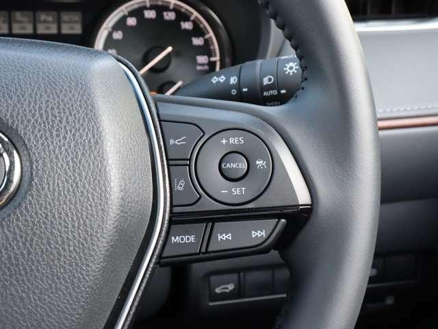 【 レーダークルーズコントロール 】前方車両を検知し設定した車速に応じて車間距離を保ちつつ自動で加減速しながら追従走行してくれます!また渋滞時、前方車両が停止した場合には停止状態を維持してくれます!