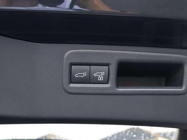 【 Z標準 ハンズフリーパワーバックドア 】スマートキーを携帯していればリアバンパー下に足を出し入れするだけで自動開閉が可能!お子様を抱えている時や荷物で手がふさがっている時に便利ですね!