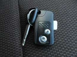 スマートキーとなっておりますので、キーを取り出すことなく、エンジンの始動やドアロックの開閉が可能です!