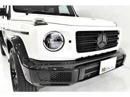 専用装備が与えられ、特別限定車に相応しい佇まいでございます!代々基本骨格は変わらず進化し続けて来た堅牢なボディに、3.0L 直列6気筒ディーゼルターボエンジンを組み合わせ、