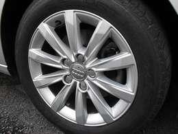 アルミホイールです。タイヤの山は大丈夫です。ご心配な方はタイヤパックもお勧めです。