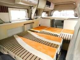 ダイネット部分ベッド展開時サイズ 長さ190cm幅120cm最大幅155cm
