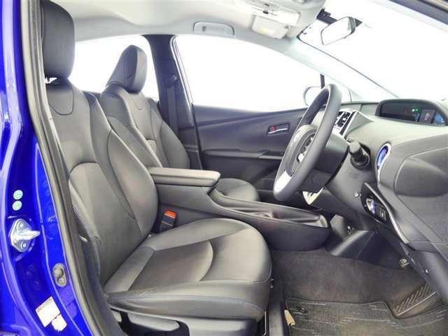 運転席シートは上下アジャスター付で、お好みのシートポジションに合わせられます(^^)v